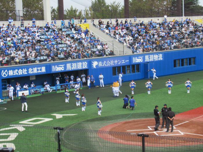 試合前ディアーナと出場する選手:横須賀スタジアム最終戦2018