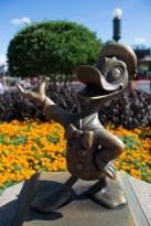 Donald Duck statuette