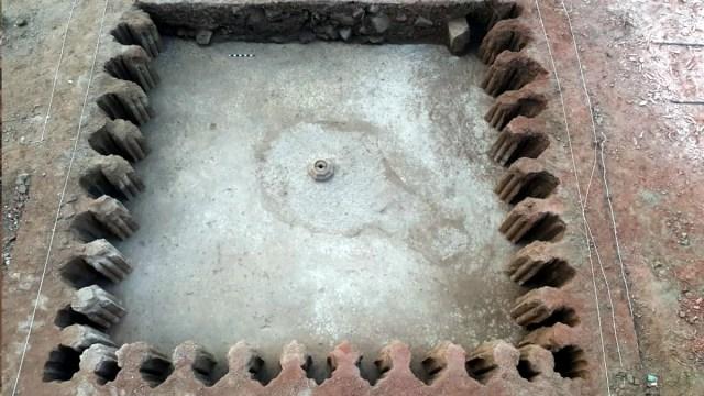 अकबर के नवरत्न के महल के सामने हुई खुदाई, निकला 16वीं शताब्दी का फाउंटेन