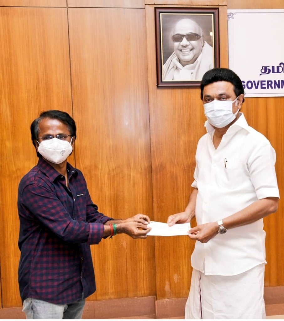 AR Murugadoss donates Rs 25 lakh to Tamil Nadu Chief Minister's Relief Fund  - Movies News