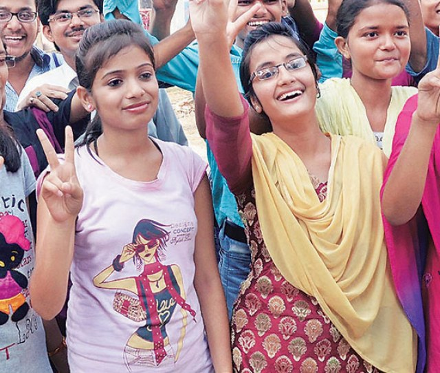 Girls Celebrate After The Results In Bihar