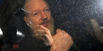 UK court told Assange tried to call White Home, Hillary Clinton over data dump