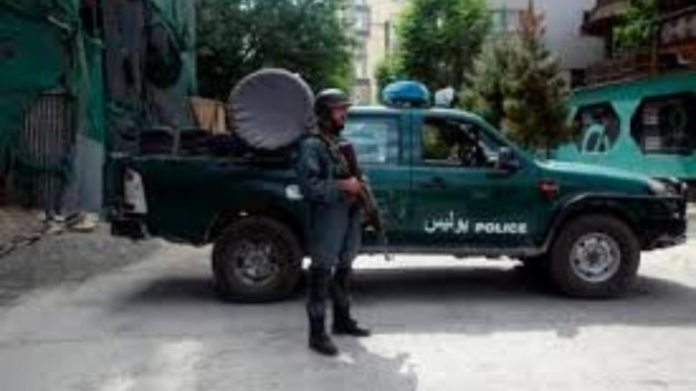 An Afghan police stand guards near to the mosque following a bombing, in Kabul, Afghanistan, Friday, June 12, 2020. (File photo: AP Photo)