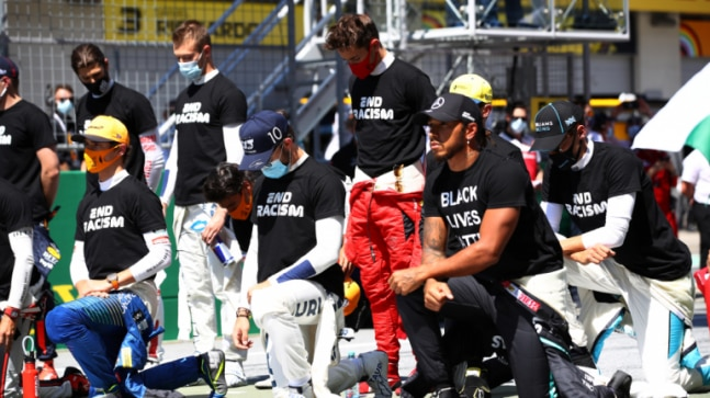 F1 champion Lewis Hamilton and 13 other drivers take a knee before Austrian opener