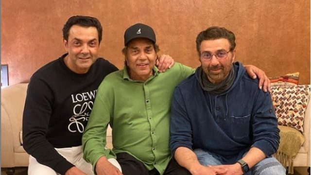 Bobby Deol celebrates Lohri with Dharmendra and Sunny Deol.
