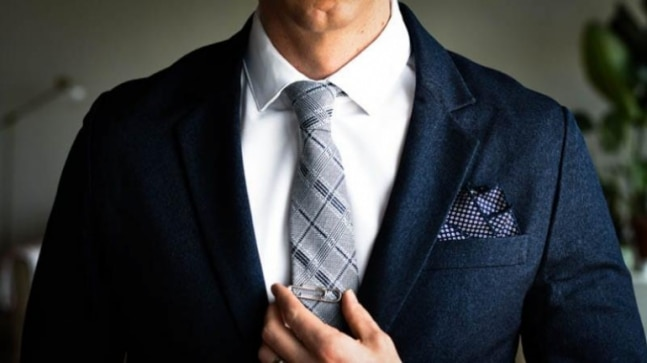 Tying a tie? We've got you covered! Check a step-by-step guide to wear a tie