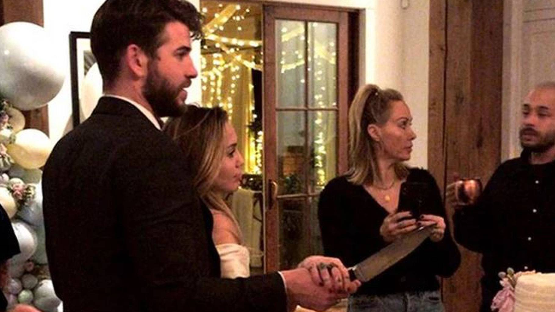 Miley Cyrus And Liam Hemsworth Just Had A Quiet Wedding Yes It S A Thing Now