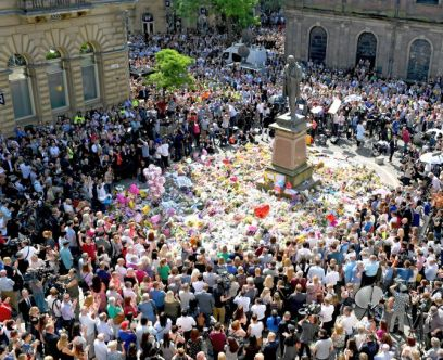 MANCHESTER, ENGLAND - MAY 25: Members of the public observe a national minute's silence in remembrance of all those who lost their lives in the Manchester Arena attack, on May 25, 2017 in Manchester, England. An explosion occurred at Manchester Arena on the evening of May 22 as concert goers were leaving the venue after Ariana Grande had performed. Greater Manchester Police are treating the explosion as a terrorist attack and have confirmed 22 fatalities and 59 injured. (Photo by Jeff J Mitchell/Getty Images)