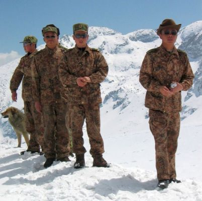 Chinese soldiers walk on snow at the 4,310 metre high Nathu-la pass on the country's northeastern border with China in this April 9, 2005 file photo. Just a few yards away bulldozers on both sides of the frontline are building not fortifications but a road, to connect India and China and reopen a historic trade route. New Delhi and Beijing plan to reopen the Nathu-la pass in June after more than 40 years, a potent symbol of rapprochement between Asian giants who fought a Himalayan war in 1962. Picture taken April 9, 2005. To match feature INDIA CHINA TRADE. REUTERS/Rupak De Chowdhuri (INDIA) - RTR1E5MQ