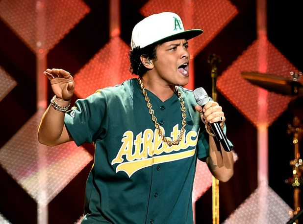 Bruno Mars, Jingle Ball 2016, Show
