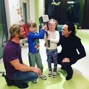 Chris Hemsworth Tom Hiddleston Visit A Hospital As Thor And Loki E Online