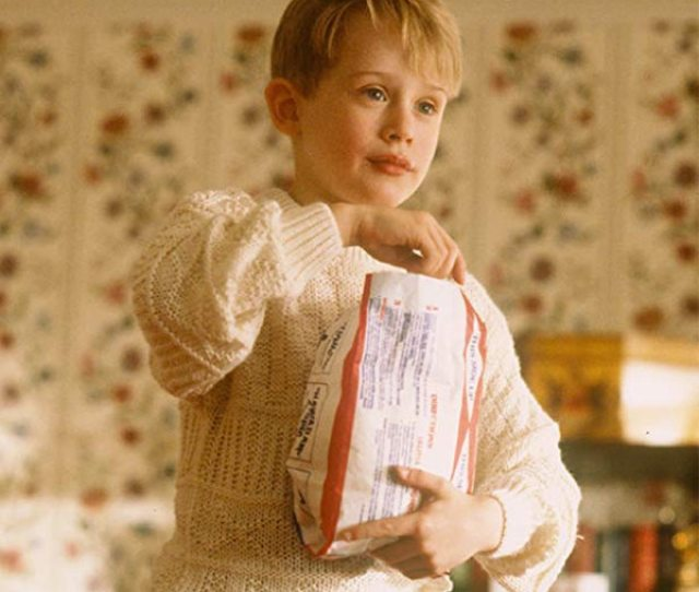 Macaulay Culkin Is Back As Home Alones Kevin Mccallister In Remake Video E News