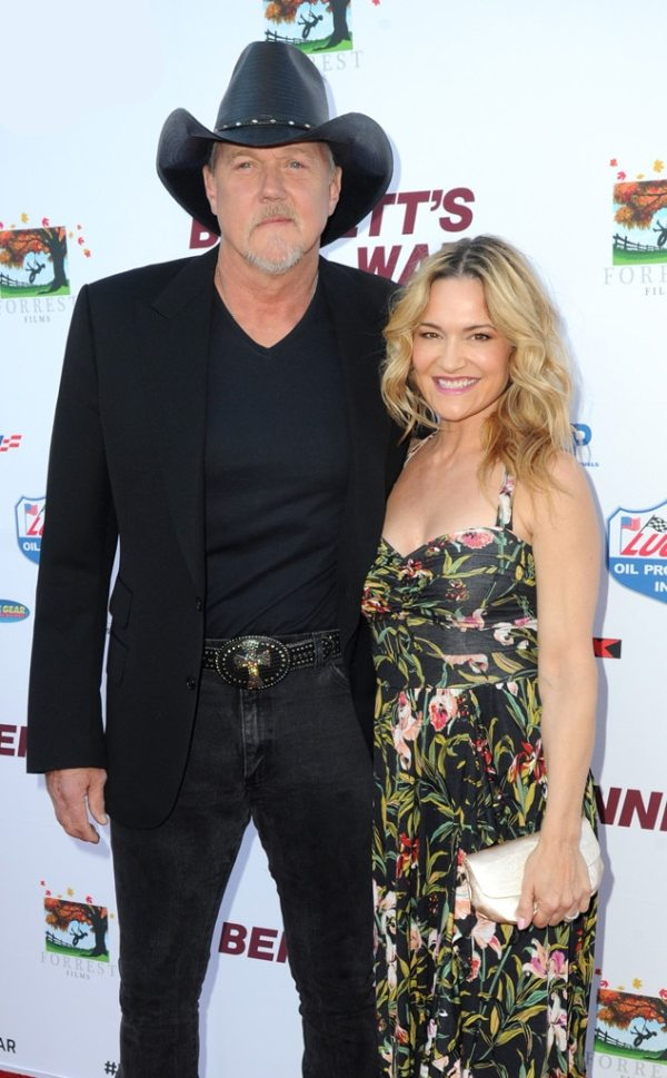 Trace Adkins Marries Victoria Pratt-and Blake Shelton Officiates Wedding