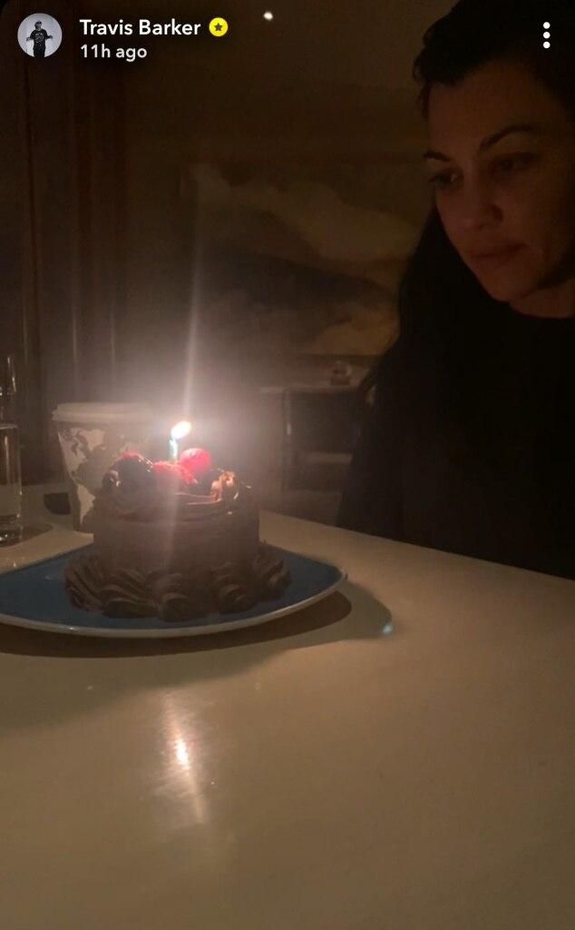 Fotos von Kourtney Kardashian's Birthday Trip With Travis ...