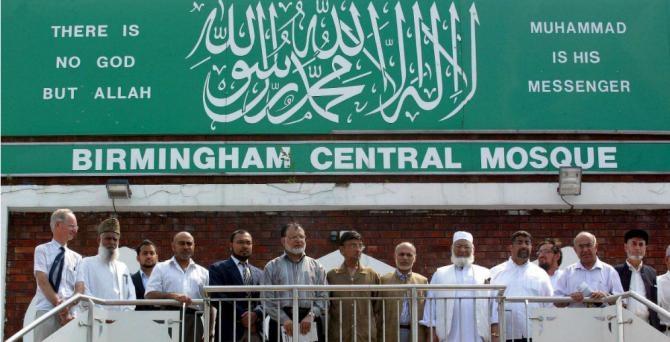Jedan član Evropskog parlamenta iz UKIP-a je tražio da britanski muslimani potpišu 'izjavu u kojoj se odriču određenih dijelova Kur'ana