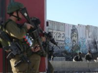 Izraelska vojska za razbijanje demonstracija koristi bojevu municiju i suzavac