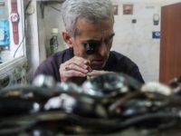 Čuvari starih zanata: Fadil Idriz četiri decenije popravlja satove u skopskoj čaršiji