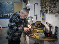 Emir Pašalić, čuveni banjalučki bravar: Ni u penziji nigdje ne ide bez alata za obijanje brava