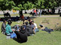 Sarajevski kontrasti: Glavni grad BiH istovremeno preplavljen turistima i migrantima