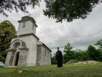 Primjer suživota: Pravoslavnu crkvu u Cazinu obnavlja i čuva muslimanska porodica