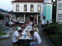 Uz podršku Agencije za halal: Omladinski iftar u Bos. Dubici okupio omladinu iz pet gradova