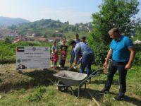Petočlanoj porodici Milkić postavljen kamen temeljac za izgradnju kuće