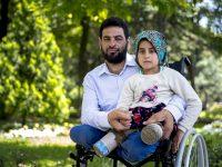 Osmogodišnja Sirijka Maya i njen otac liječe se u Turskoj i uskoro će prohodati