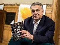 Kakva je simbolika knjige koju Viktor Orban drži u rukama