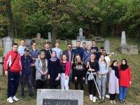 Mladi Medžlisa IZ-e Tuzla očistili i uredili Jevrejsko groblje u Tuzli