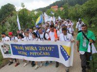"""Iz Nezuka krenuo """"Marš mira"""": Na čelu kolone preživjeli Srebreničani"""
