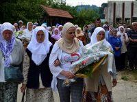 Preživjele žrtve genocida obilaze mjesta egzekucija hiljada Srebreničana