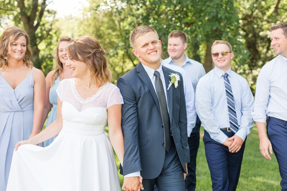 How to create a wedding day timeline for plenty of fun bridal party photos