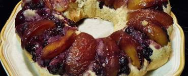 Recipe for healthy blueberry peach cake using a sugar free cake mix and bananas.