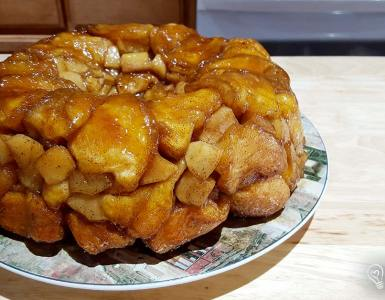 Apple Cinnamon Monkey Bread a twist on classic monkey bread by layering it with apple pie filling.
