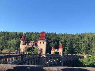 Přehrada – Les Království