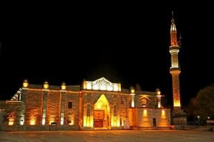 Aksaray'da tarihi Ulu Cami'de yapılan ışıklandırma çalışmaları tamamlandı