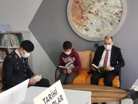 Aksaray'da jandarmadan köy okuluna kitap bağışı