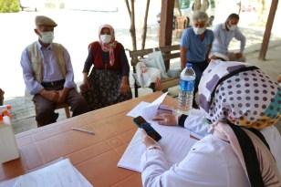 Aksaray'da mobil aşı ekipleri köy köy dolaşıp aşı yapıyor