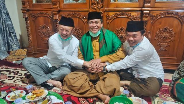 Berjabat tangan, Al Haris dan CE bertemu HBA dalam satu moment.