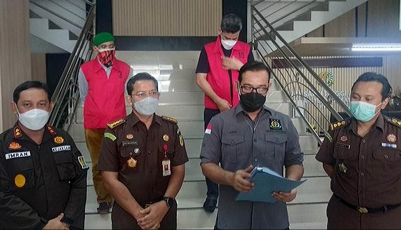 Kejati Jambi menangkap dua buronan kasus korupsi pengerjaan jalan di Kabupaten Tebo.