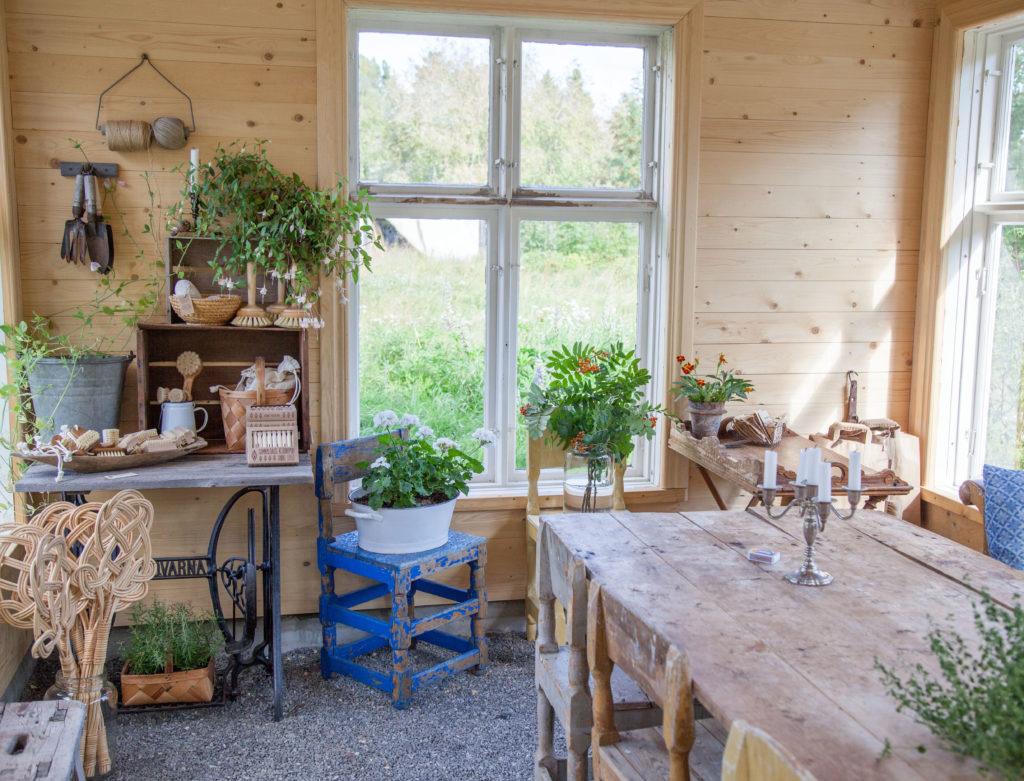 Gårdsbutik i växthuset