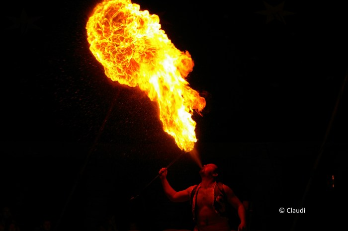 Foto des Tages: Feuerspucker