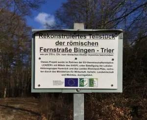 Rekonstruiertes Teilstück der römischen Fernstraße Bingen - Trier
