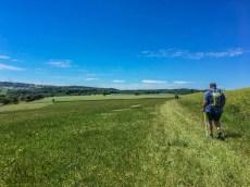 Es geht auch über Wiesen und an Feldrändern entlang