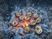 Champignons mit Kräuterbutter und Oliven
