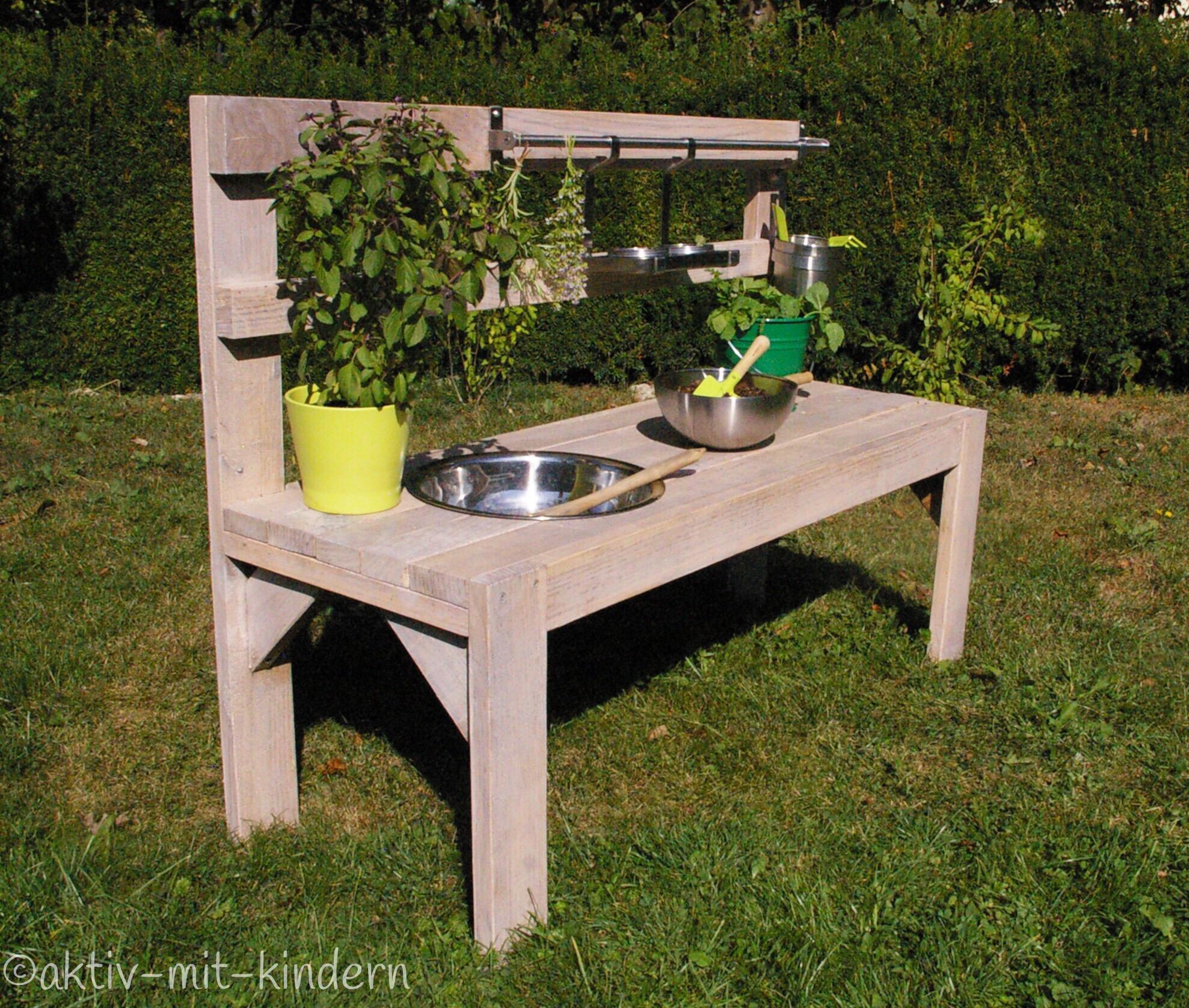 DIY: Unsere Matschküche