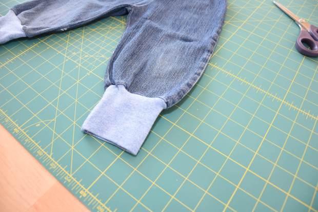 Upcyling: Eine selbstgenähte Pumphose aus Jeans für Jungs nach dem Schnittmuster von Klimperklein