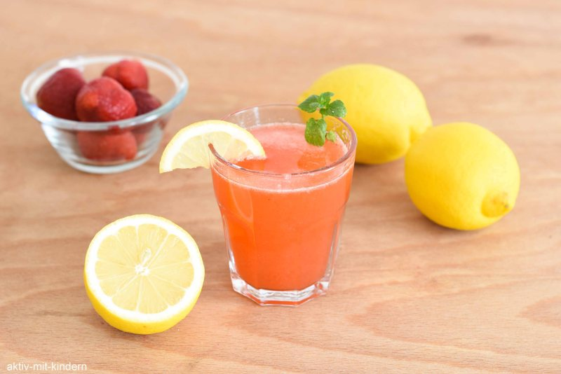 Rezept für Limonade aus Erdbeeren und Zitrone