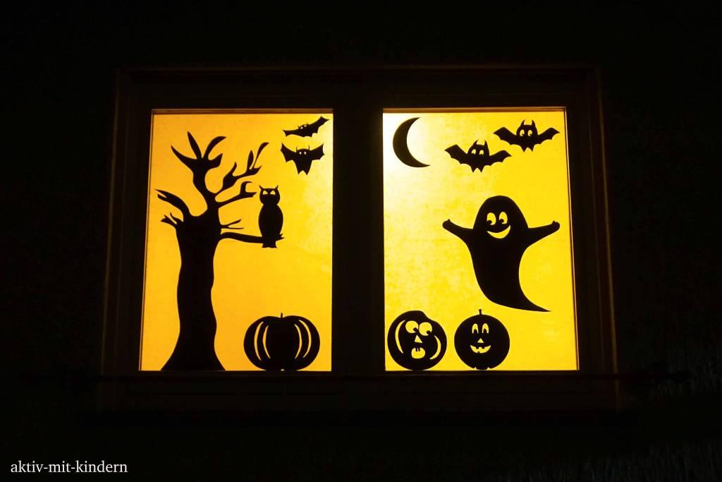 Dekoriertes Fenster für Halloween