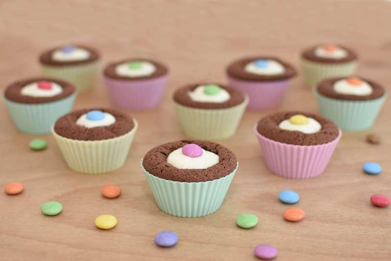 Mit Smarties gefüllte Piñata-Muffins